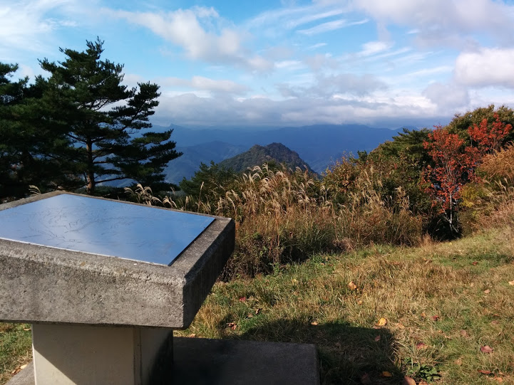 上田市 太郎山から見える虚空蔵山
